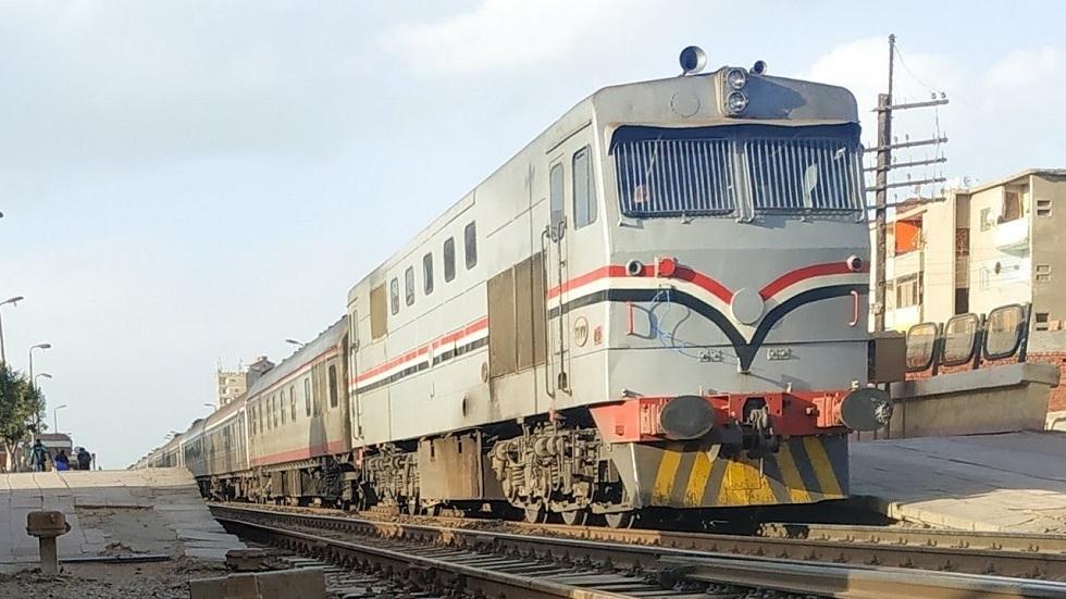 مصرع 3 أشخاص تحت عجلات قطار القاهرة في المنوفية (صور)